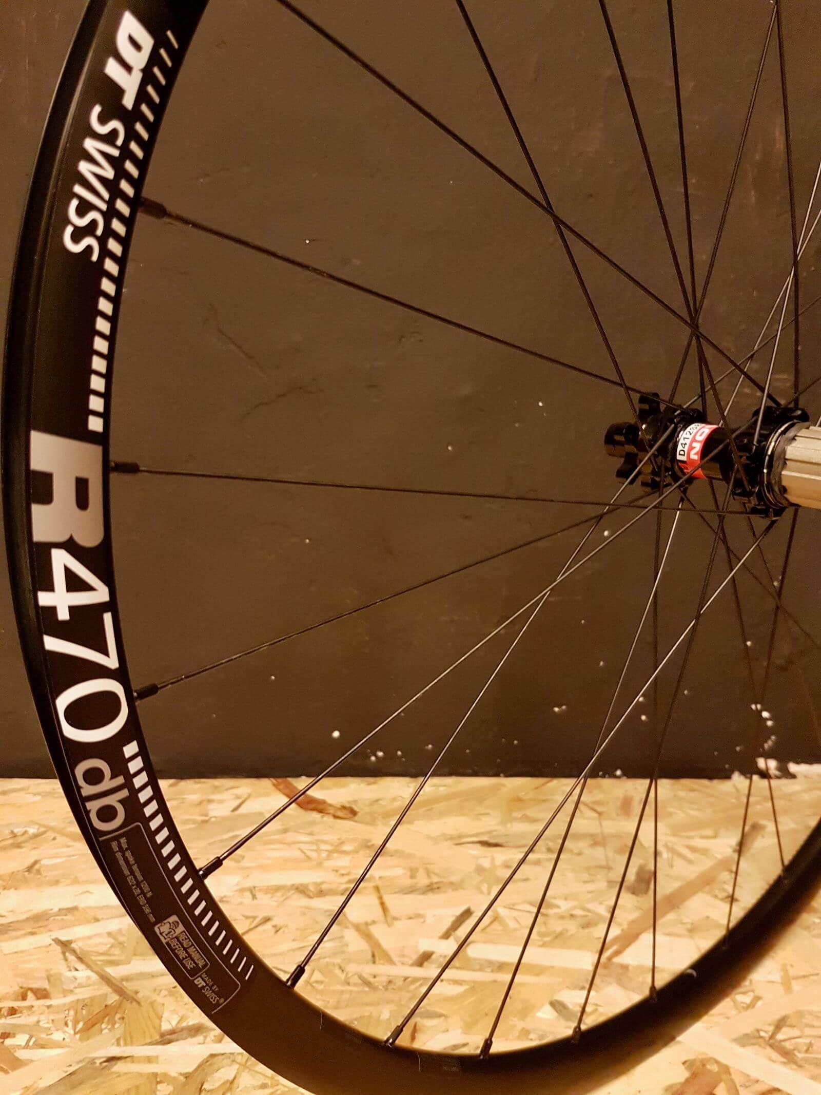 Aluminiowa obręcz DT Swiss R470 Novatec D411/D412 Pillar 28 cali w kole do roweru gravel i road na 24 szprychach Pillar