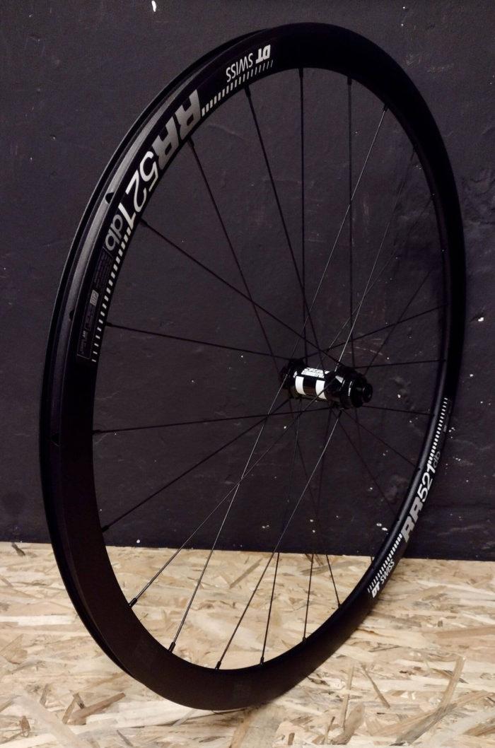 DT Swiss RR521 DT Swiss 350 StraightPull Pillar Front Wheel Set of lightweight aluminum wheels for endurance road bike