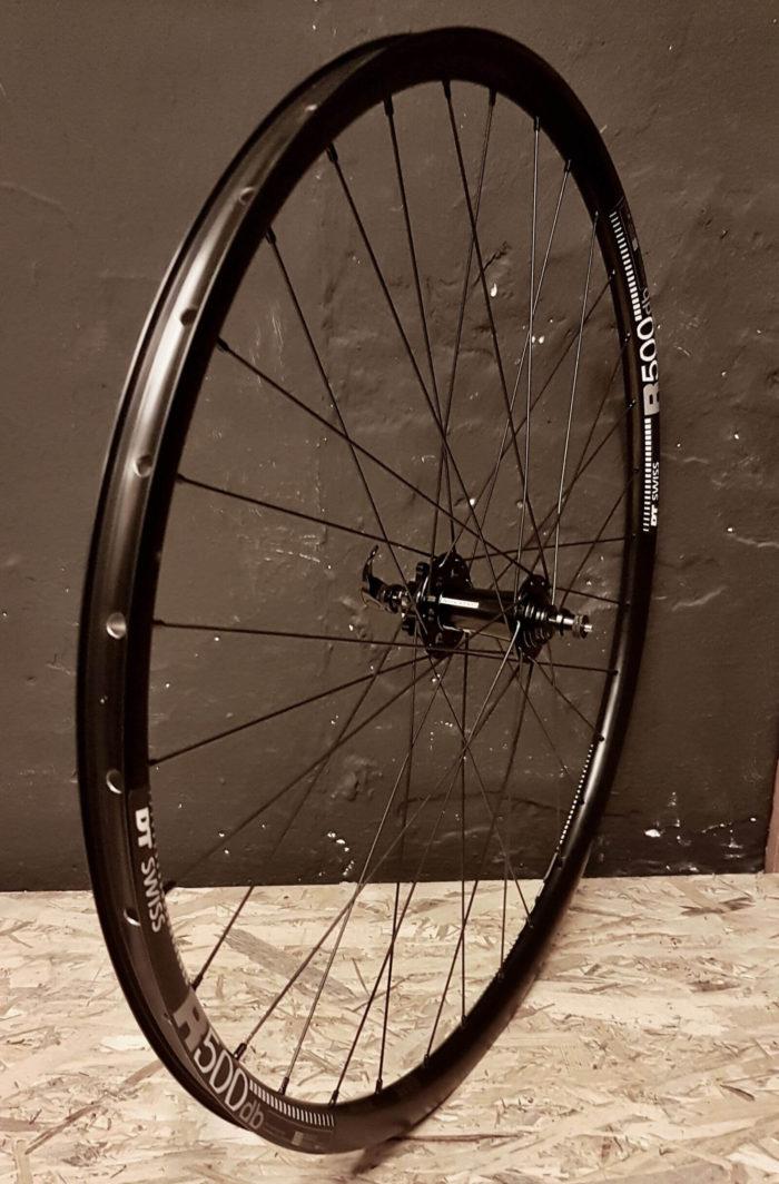 DT Swiss R500 Novatec 791-792 Pillar Zestaw wytrzymałych czarnych aluminiowych kół wyprawowych do roweru gravelowego 700C